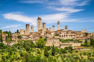 Vista del pueblo amurallado medieval de San Gimignano