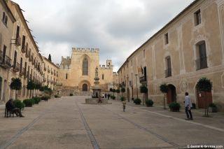 Patio de entrada al Monasterio de Santes Creus