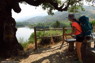 Área de descanso con vistas al río Sil, de camino a Pumares