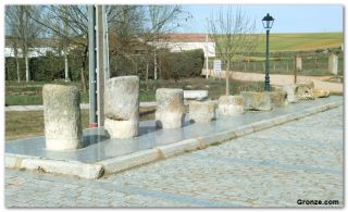 Fragmentos de miliarios romanos a la salida de Calzada de Valdunciel