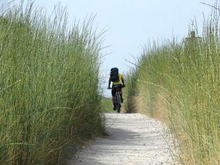 Ciclista a la salida de Zubiri